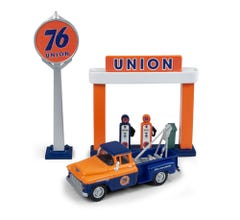 Classic Metal Works #40010 1955 Chevy Tow Truck w/Station Sign & Gas Pump Island (Union 76)