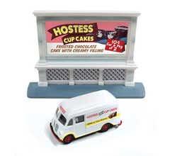 Classic Metal Works #40005 Hostess w/Billboard 1940-1950s International Harvester Metro Delivery Van - Assembled - Mini Metal
