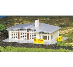 Bachmann #45904 Gas Station (Built Up)